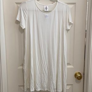 Agnes & Dora White short sleeve swing tunic